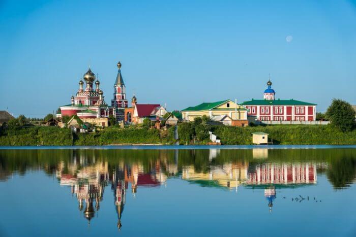 malo-diveevskiy-serafimovskiy-zhenskiy-monastyr-v-norye-700x467