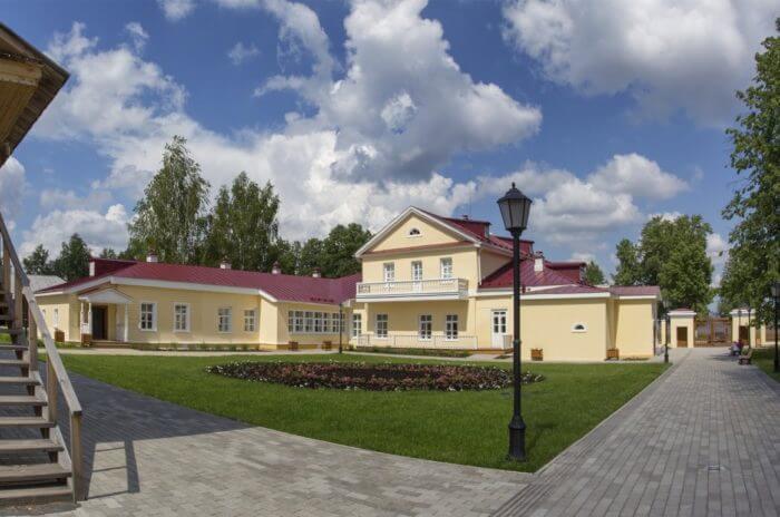 muzey-usadba-chaykovskogo-700x464
