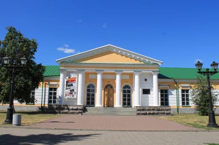 natsionalnyy-muzey-udmurtskoy-respubliki-700x465