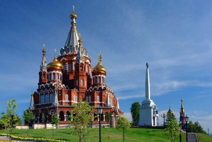 svyato-mikhaylovskiy-sobor-700x467