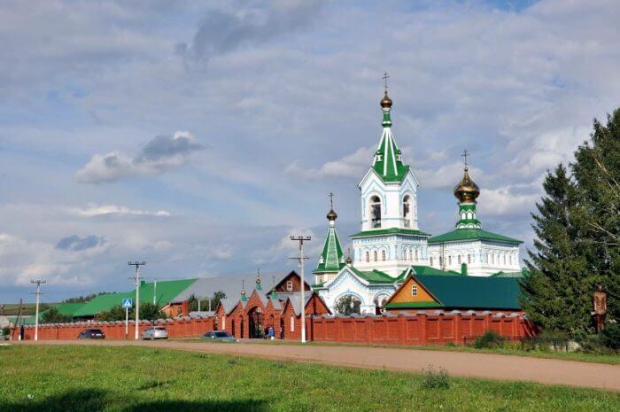 svyato-uspenskiy-zhenskiy-monastyr-perevoznoe-700x465