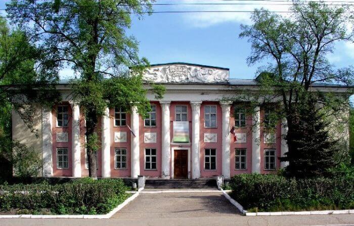 udmurtskiy-respublikanskiy-muzey-izobrazitelnykh-iskusstv-700x447
