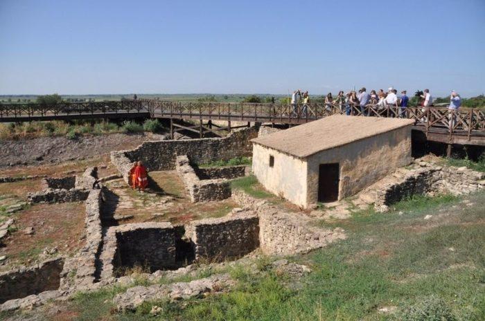 arkheologicheskiy-muzey-zapovednik-tanais-700x464