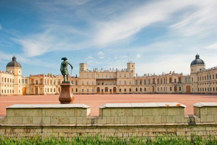 bolshoy-gatchinskiy-dvorets-700x470
