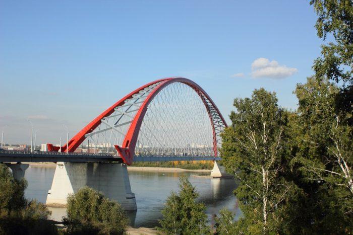 bugrinskiy-most-700x467