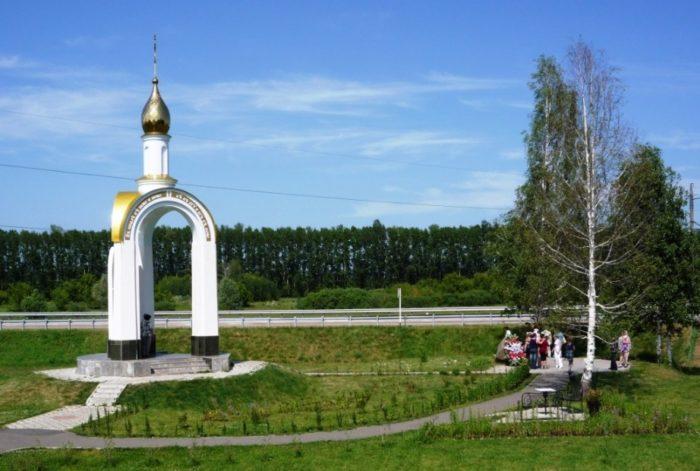 chasovnya-na-meste-gibeli-mikhaila-evdokimova-700x471
