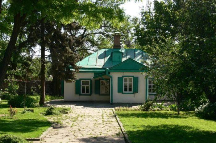 domik-chekhova-v-taganroge-700x464