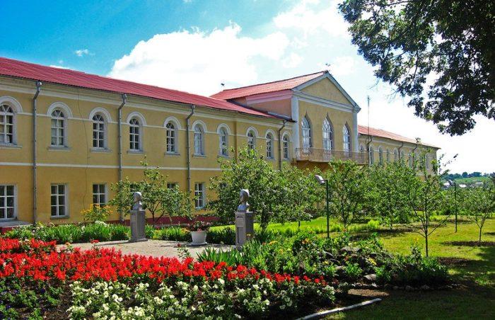 dvorcovyj-kompleks-yusupovyh-v-rakitnom-700x452