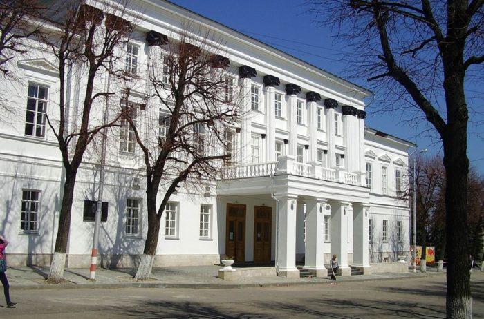 dvorets-knigi-700x462