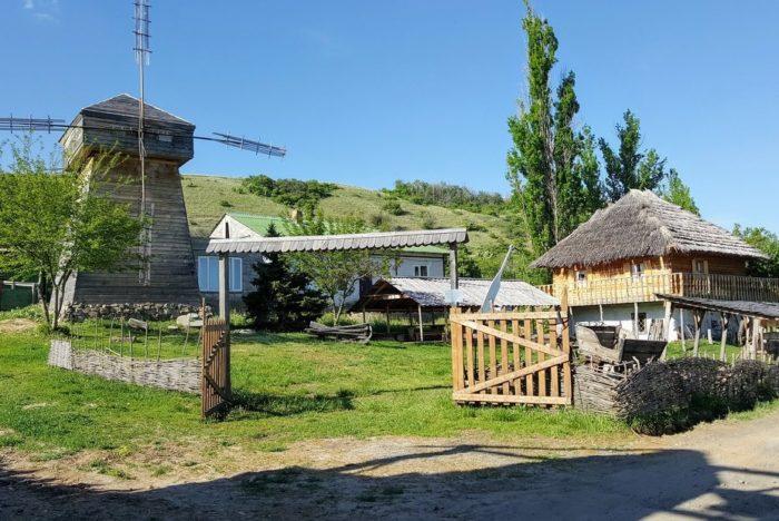 etno-arkheologicheskiy-kompleks-zateryannyy-mir-700x468