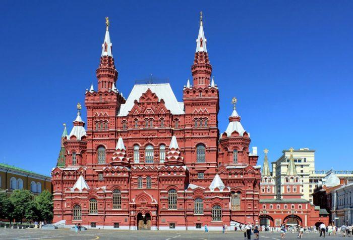 gosudarstvennyy-istoricheskiy-muzey-700x475