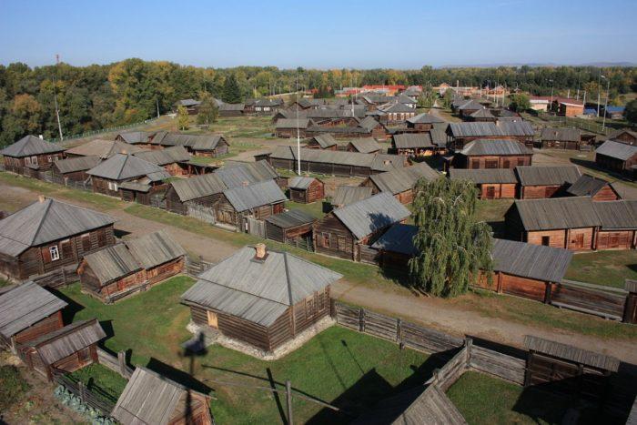 istoriko-etnograficheskiy-muzey-shushenskoe-700x467