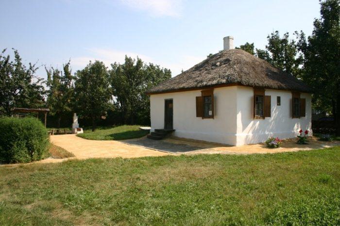 karginskiy-memorialno-istoricheskiy-kompleks-700x466