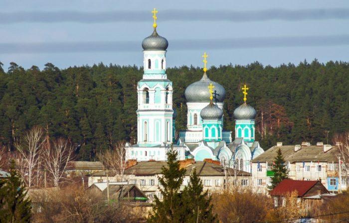 khram-dimitriya-solunskogo-700x447