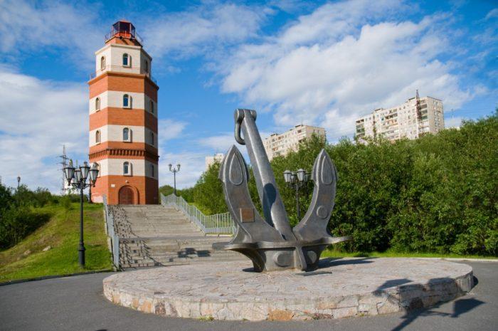 mayak-memorial-v-murmanske-700x465