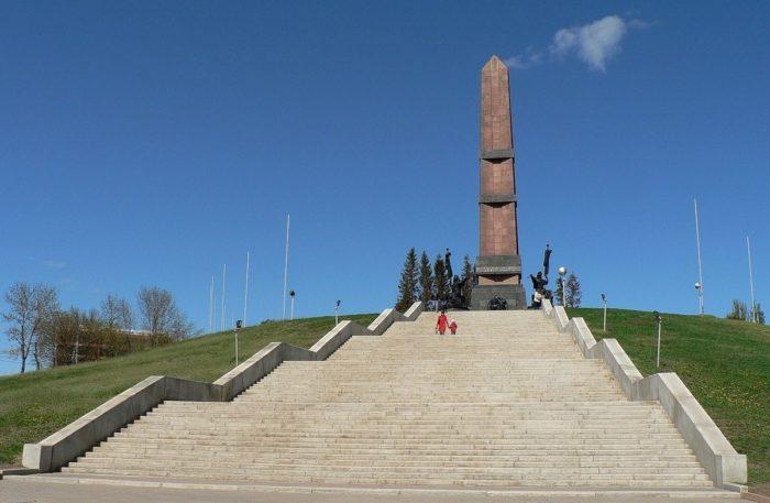 monument-druzhby-700x457