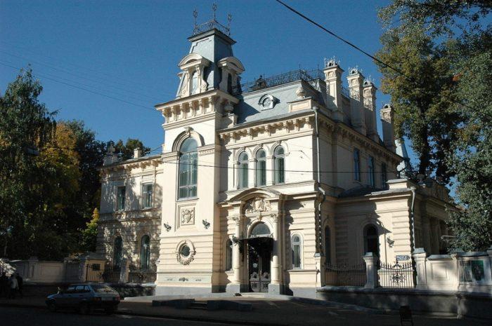 muzey-izobrazitelnykh-iskusstv-respubliki-tatarstan-700x465