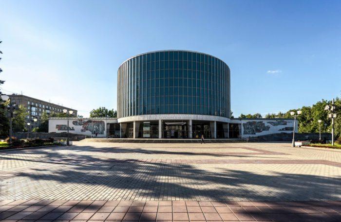 muzey-panorama-borodinskaya-bitva-700x457