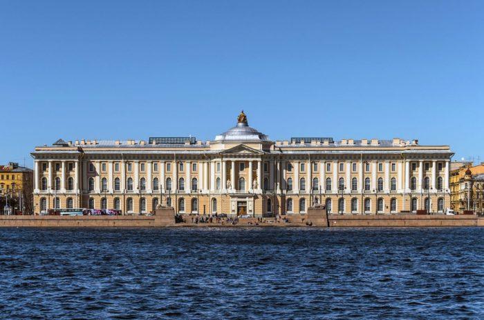 muzey-rossiyskoy-akademii-khudozhestv-700x464