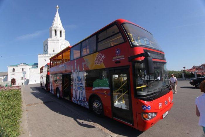 na-dvukhetazhnom-avtobuse-city-sightstting-700x467