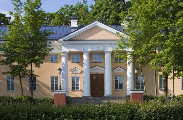 nacionalnyj-muzej-respubliki-kareliya-700x458