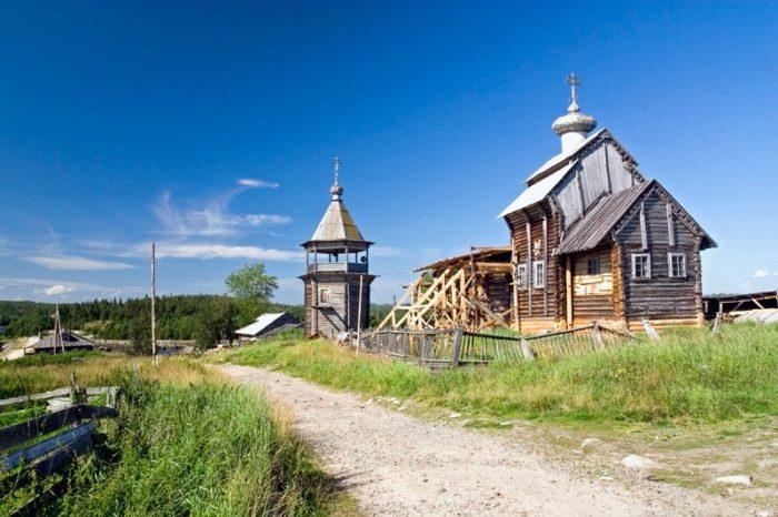 nikolskaya-derevyannaya-tserkov-v-kovde-700x466