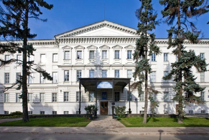 nizhegorodskiy-gosudarstvennyy-khudozhestvennyy-muzey-700x471