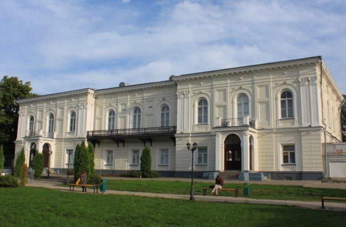 novocherkasskiy-atamanskiy-dvorets-muzey-700x460