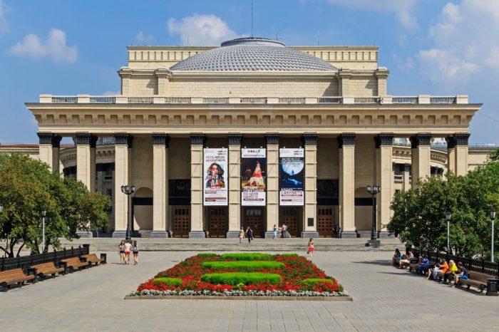 novosibirskiy-teatr-opery-i-baleta-700x466