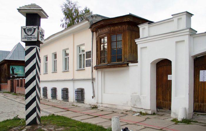 obedinyonnyj-muzej-pisatelej-urala-700x445