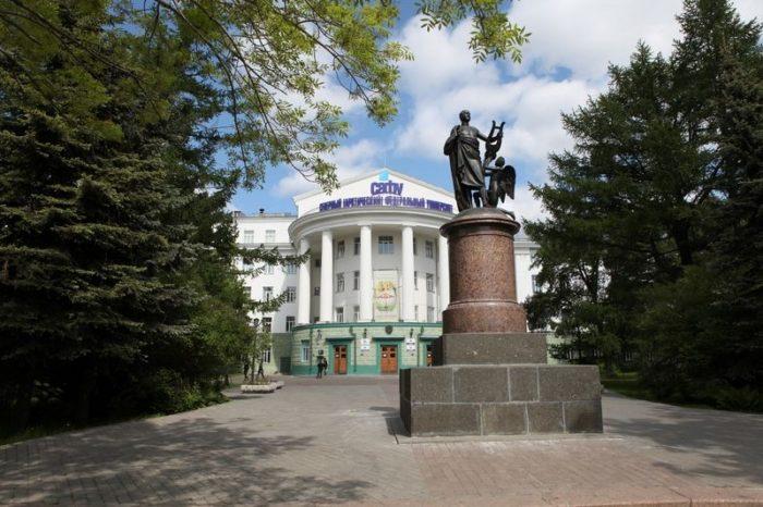 pamyatnik-lomonosovu-700x466