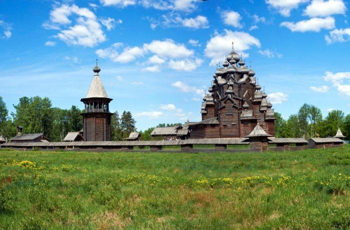pokrovskaya-tserkov-700x460