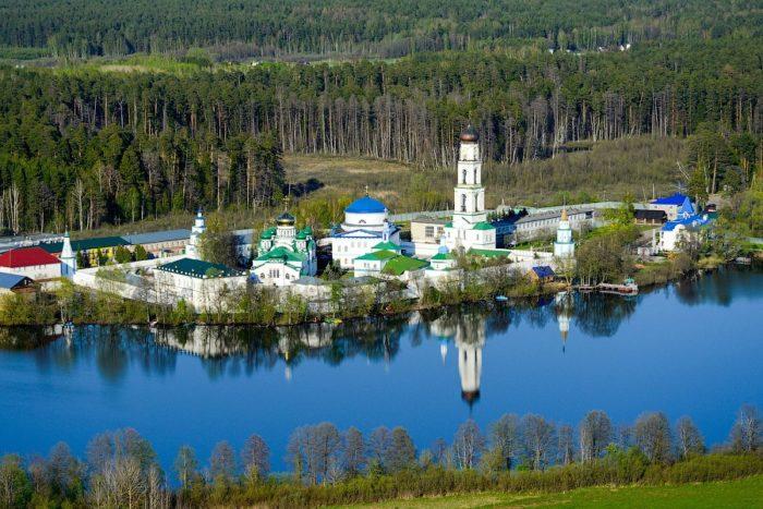 raifskiy-muzhskoy-monastyr-700x467