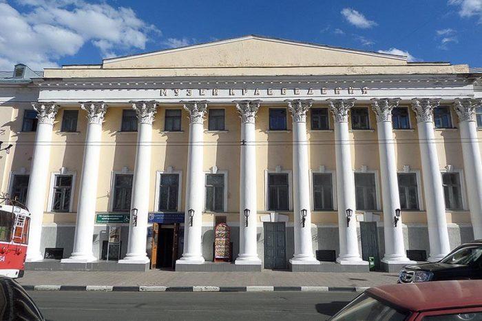 saratovskiy-oblastnoy-muzey-kraevedeniya-700x466