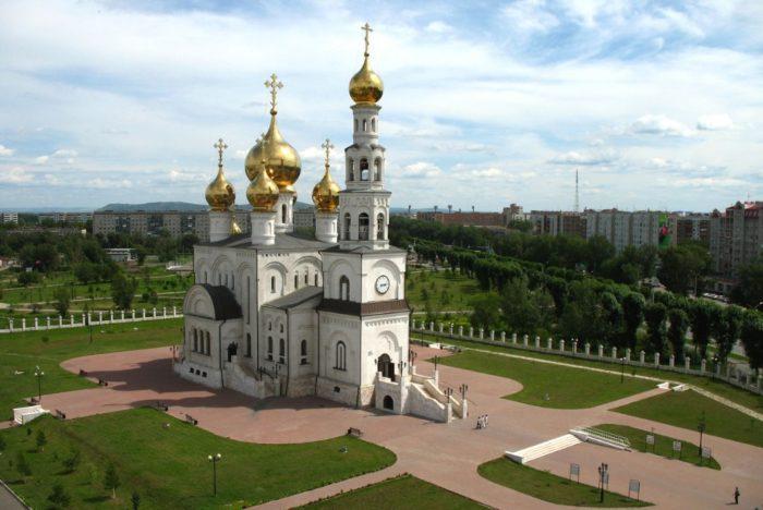 spaso-preobrazhenskiy-kafedralnyy-sobor-abakana-700x468