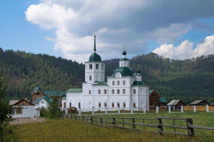 sretenskiy-zhenskiy-monastyr-700x465