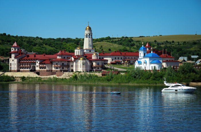 svyato-bogorodichnyy-kazanskiy-monastyr-v-vinnovke-700x461