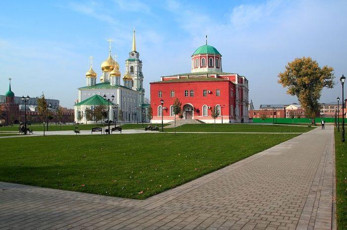 uspenskiy-i-bogoyavlenskiy-sobory-tulskogo-kremlya-700x464