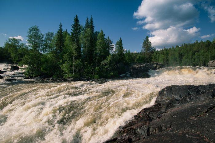 vodopad-kivakkakoski-700x466