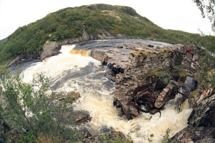 vodopad-melnichnyy-kaskad-700x466