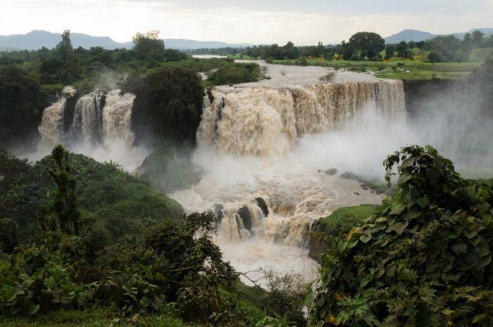 vodopady-golubogo-nila-700x464