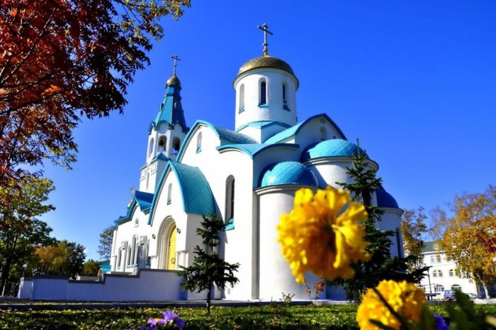 voskresenskiy-sobor-v-yuzhno-sakhalinske-700x465