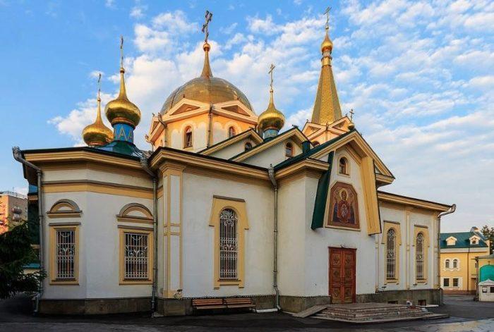 voznesenskiy-kafedralnyy-sobor-700x471