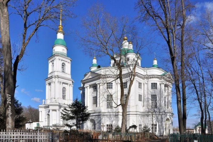 vsekhsvyatskiy-kafedralnyy-sobor-700x467