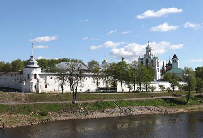 yaroslavskiy-istoriko-arkhitekturnyy-muzey-zapovednik-700x475