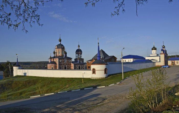 zhadovskiy-muzhskoy-monastyr-700x443