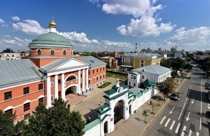 kazanskiy-bogoroditskiy-monastyr-700x453