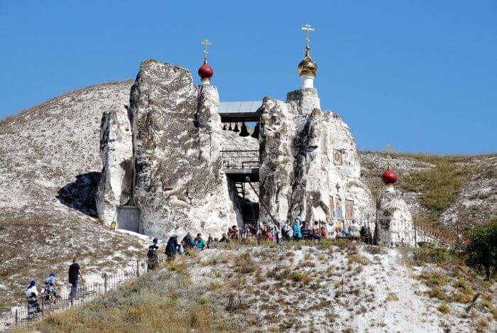 kostomarovskij-spasskij-monastyr-700x469