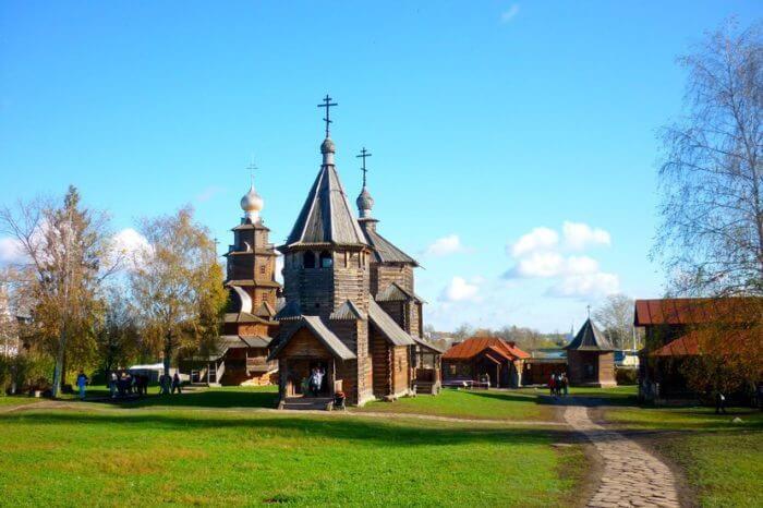 muzej-derevyannogo-zodchestva-v-suzdale-700x466
