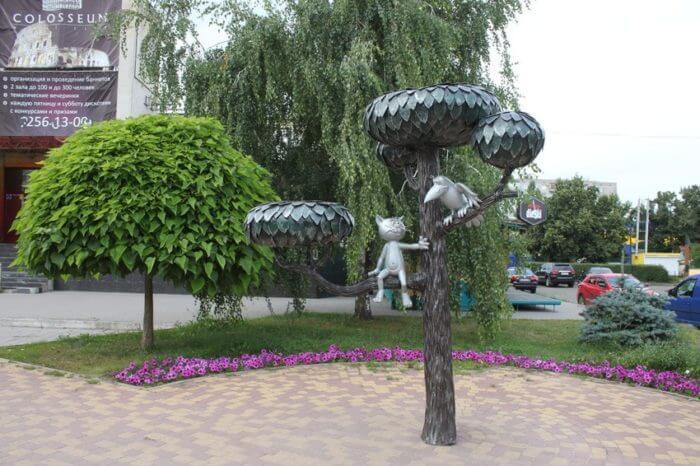 pamyatnik-kotenku-s-ulicy-lizyukova-700x466